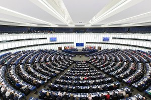 1024px-European_Parliament_Strasbourg_Hemicycle_-_Diliff.jpg