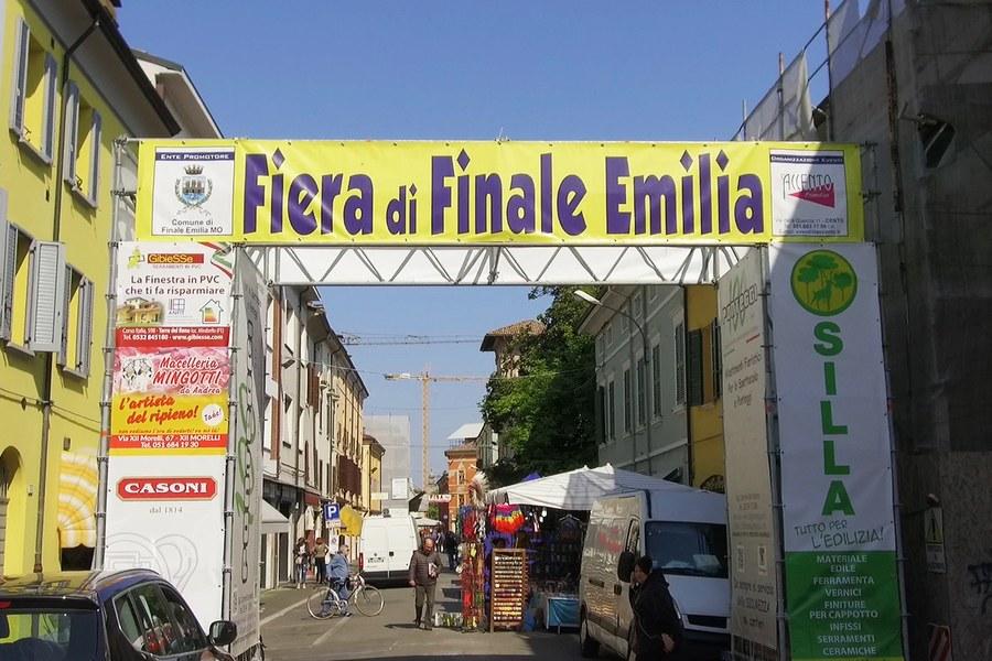 Finale Emilia. Mercato nel centro storico