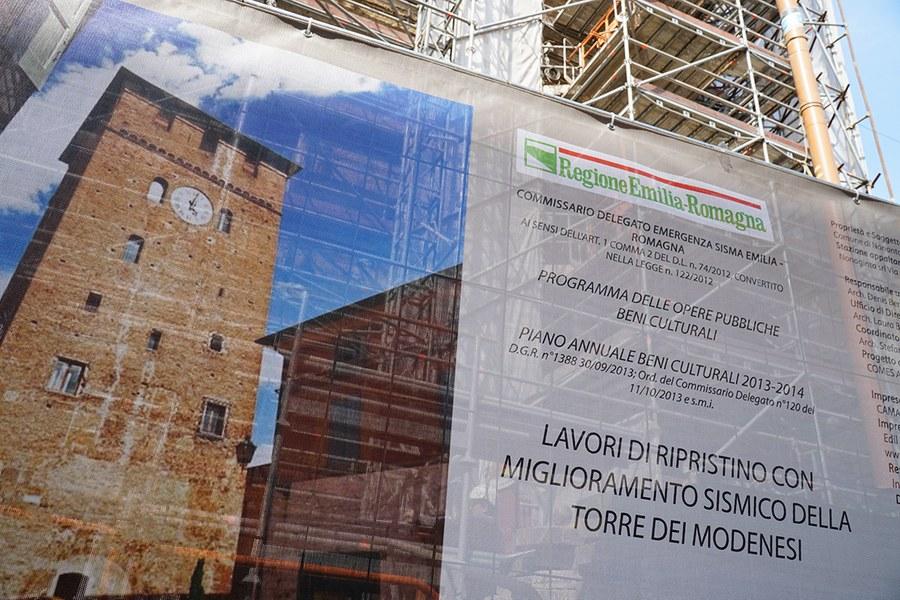Nonantola. Torre dei modenesi alla fine dei lavori sulle facciate