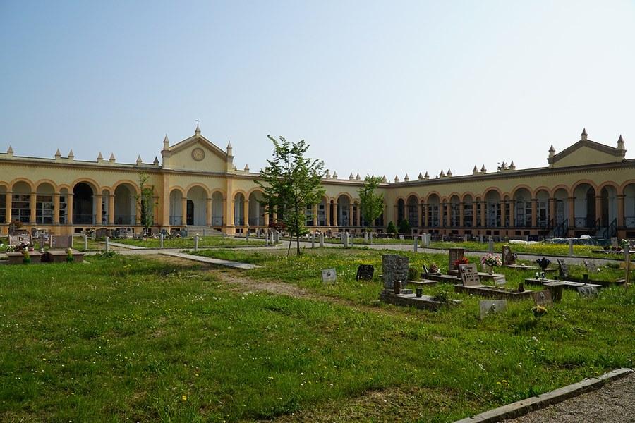 Concordia. Cimitero monumetale ricostruito