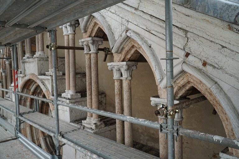 Ferrara. Facciata del Duomo in restauro